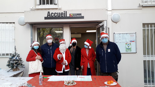 Distributions de Goûters de Noël par les collaborateurs Logirem